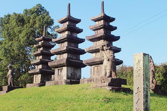 隼人塚の石塔